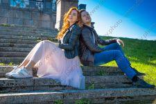 Фотосессия love story в парке Петергофа весной