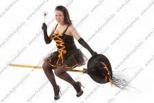 Студийная фотосессия в образе для хэллоуина и свадебном платье