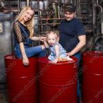 Семейная фотосессия в студии с индустриальным интерьером